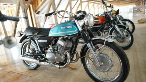 1971 Suzuki T500R Blue/ Gold photo