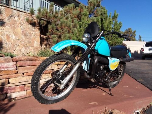 1978 Yamaha IT250 Blue photo