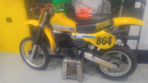 1981 Suzuki RM Yellow photo
