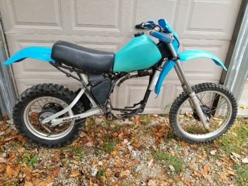 1981 Yamaha YZ Blue photo