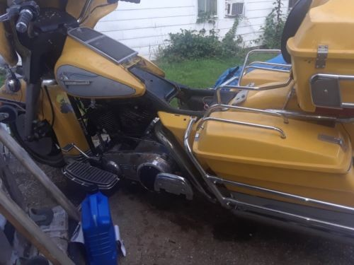1984 Harley-Davidson Touring Yellow photo