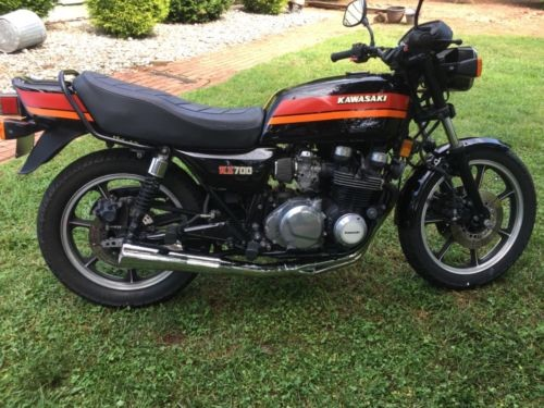 1984 Kawasaki KZ 700 Black photo