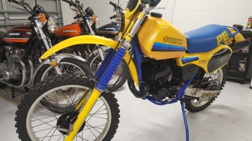 1984 Suzuki PE175 PE250 Yellow photo
