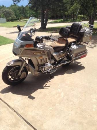 1985 Honda Gold Wing Gold photo
