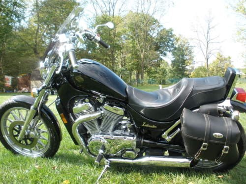 1987 Suzuki Intruder Black photo