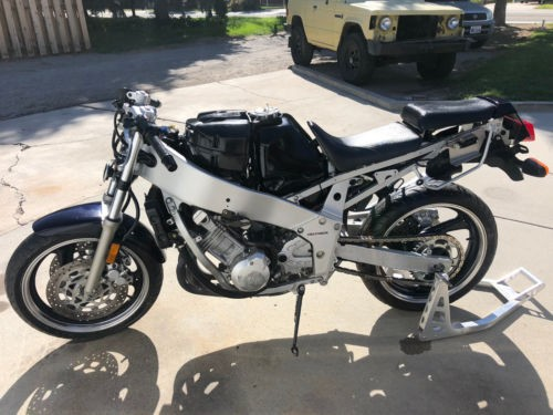 1989 Yamaha FZR 400/600 Black photo