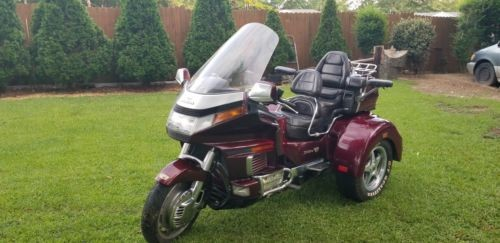 1995 Honda Gold Wing Burgundy photo