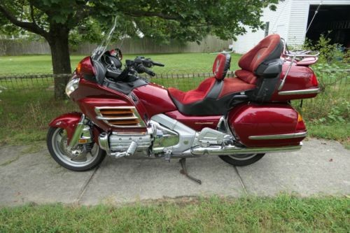 2001 Honda Gold Wing Burgundy photo