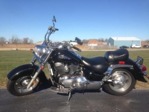 2001 Suzuki Intruder -- Black photo