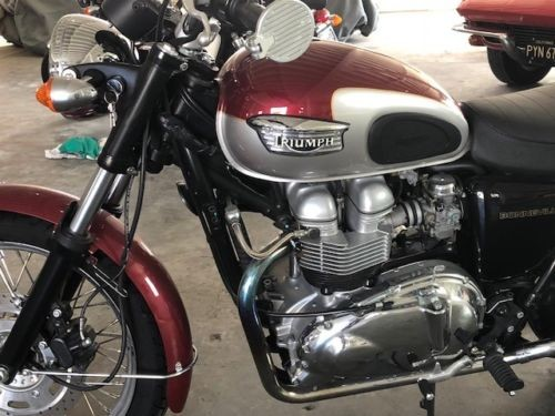 2001 Triumph Bonneville Burgundy / Silver photo