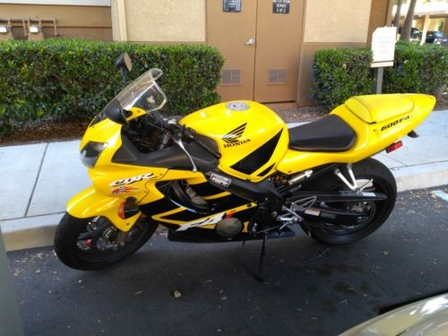 2002 Honda CBR Yellow photo