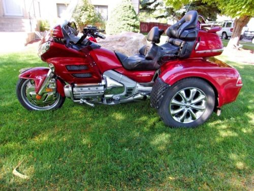 2003 Honda Gold Wing Red photo