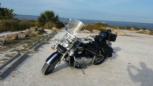 2003 Suzuki Intruder Metallic navy blue photo