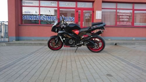 2004 Aprilia RSV 1000 Tuono Black edition photo
