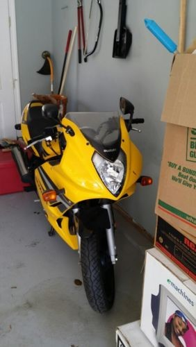 2004 Suzuki GS Yellow photo