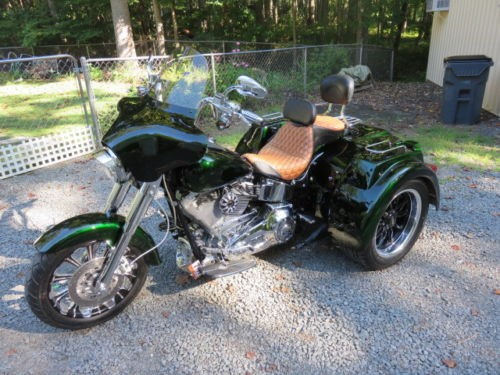 2006 Harley-Davidson Touring Candy Apple Dark Green photo