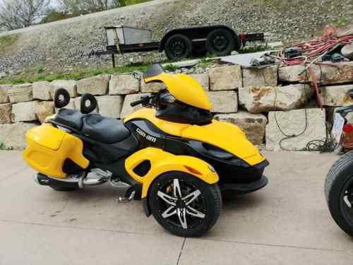 2008 Can-Am Spyder Yellow photo