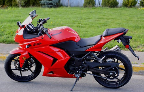 2009 Kawasaki Ninja Red photo