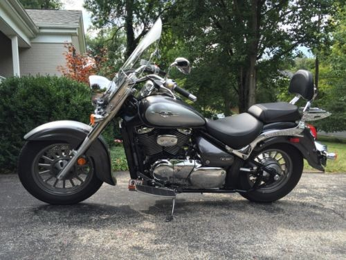 2009 Suzuki Boulevard Silver photo