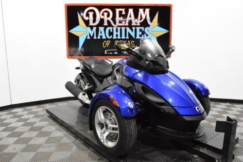 2010 Can-Am Spyder Roadster RS SE5 -- Blue photo