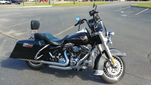 2010 Harley-Davidson ROAD KING Black photo