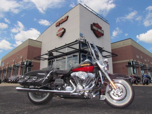 2010 Harley-Davidson Touring ROAD KING CLASSIC Red photo