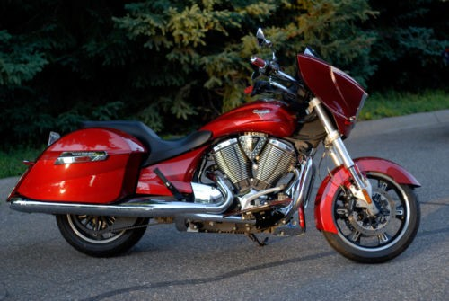 2010 Victory Cross Country Red photo