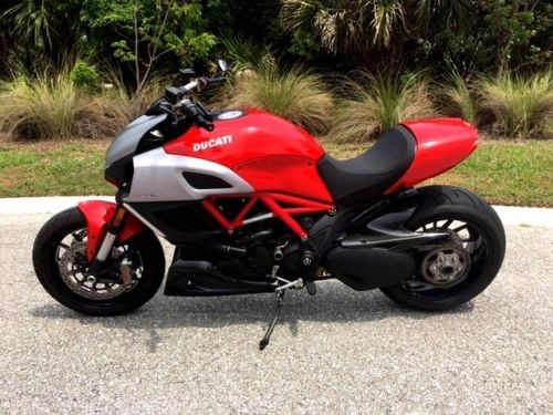 2011 Ducati Sport Touring Red photo