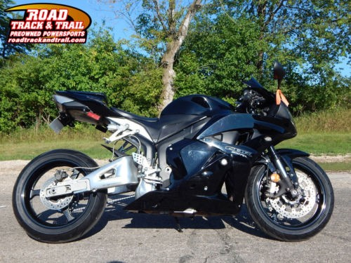 2011 Honda CBR -- Black photo