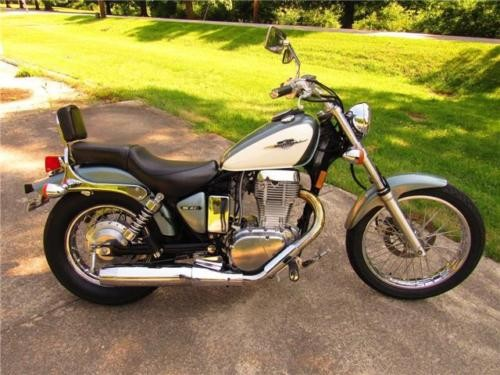 2011 Suzuki Boulevard -- Blue photo