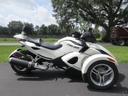 2012 Can-Am Spyder White photo