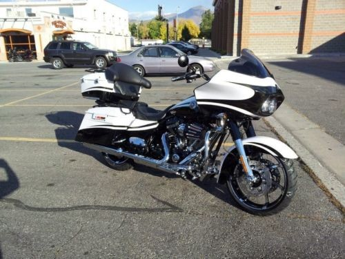 2012 Harley-Davidson Touring White Gold Pearl and Starfire Black with Real Smoke graphic, craigslist