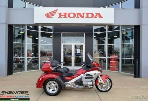 2012 Honda Gold Wing Audio Comfort Red photo
