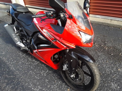 2012 Kawasaki Ninja Red photo