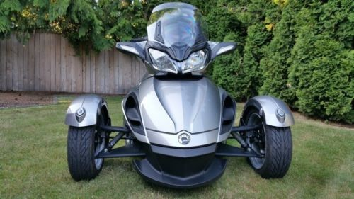 2013 Can-Am Spyder ST Silver photo