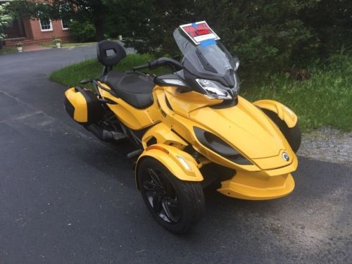2013 Can-Am Spyder Yellow photo