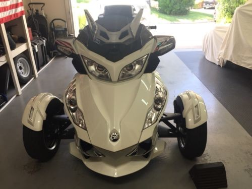 2013 Can-Am rt pearl white photo