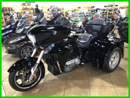 2013 Victory Cross Country™ BLK photo