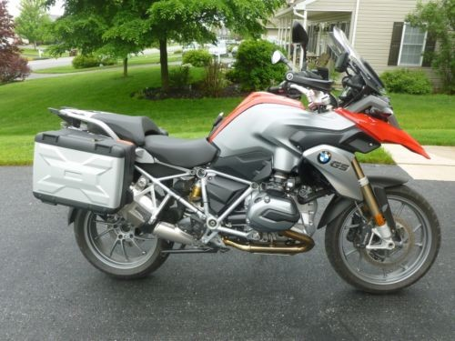 2015 BMW R-Series Red photo
