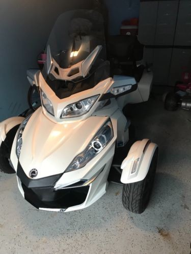 2015 Can-Am Spyder White photo