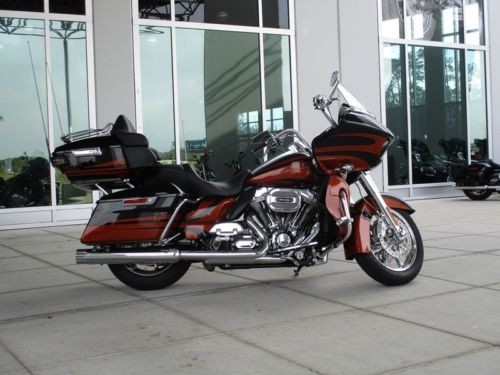 2015 Harley-Davidson FLTRUSE – CVO™ Road Glide® Ultra — D23 CARBON/AUTMN W/ PINSTRI for sale