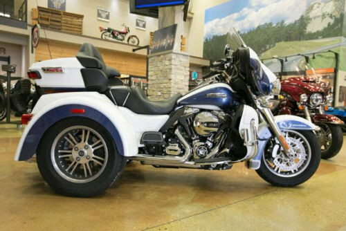 2015 Harley-Davidson Touring TRI-GLIDE TRIKE White photo