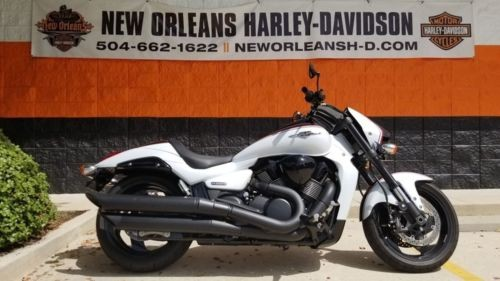 2015 Suzuki Boulevard White photo