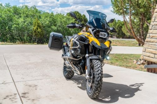 2016 BMW R-Series Yellow photo