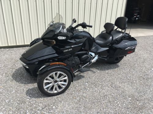 2016 Can-Am SPYDER F3-LIMITED BLACK photo
