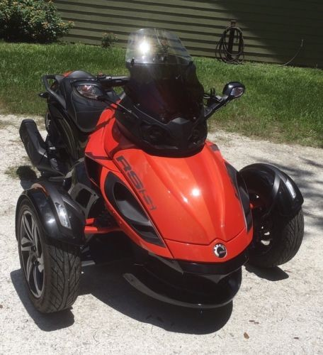 2016 Can-Am Spyder RSS Red photo