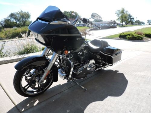 2016 Harley-Davidson ROADGLIDE S -- Black photo