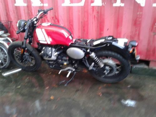 2016 Moto Guzzi V7 Red photo