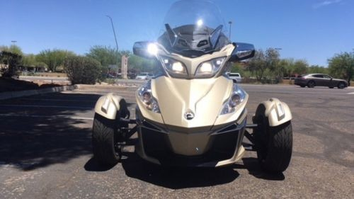2017 Can-Am Spyder RT Limited 6-Speed Champagne photo
