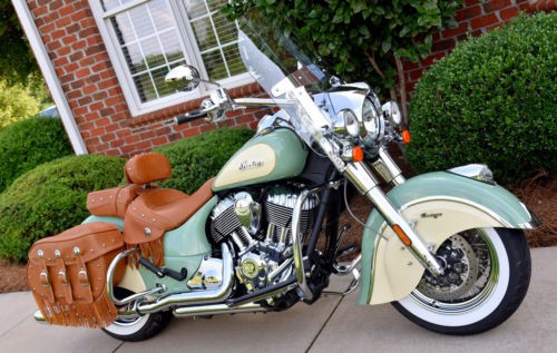 2017 Indian Chief® Vintage Willow Green Over Ivory Cream photo